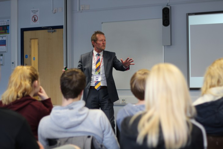 Tom Knight, sports journalist, talks to students about handling the media